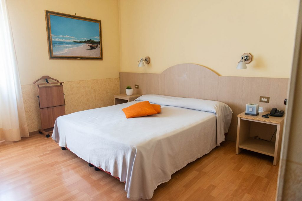 Camera Matrimoniale Per Uso Singolo.Camera Matrimoniale Uso Singolo Hotel Europa Chivasso
